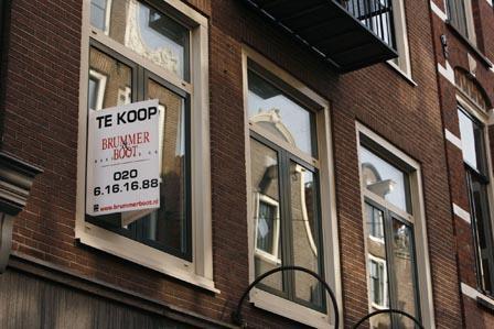 Huizen in Amsterdam staan steeds langer te koop.